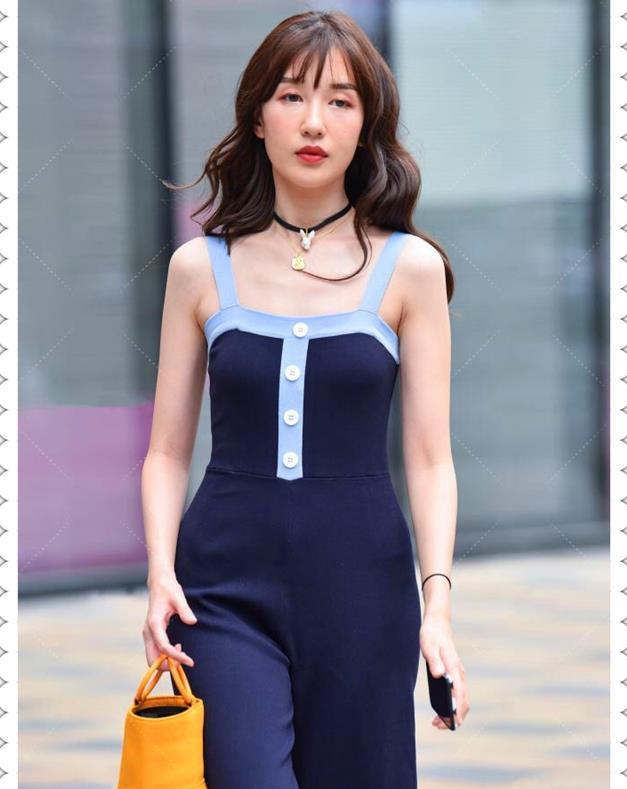 成熟女孩也能搭配简单休闲套装,提个橙色的篮子即显年轻又时髦