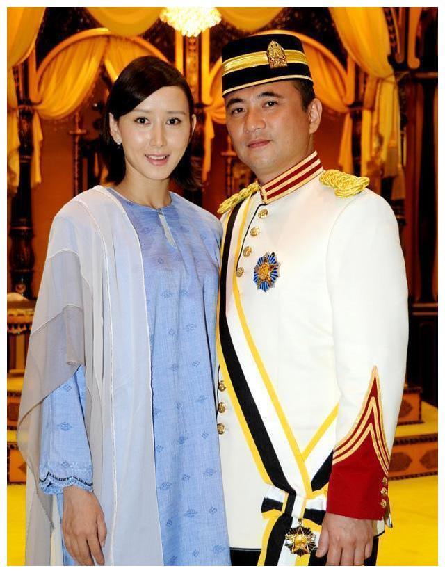 胡静嫁马来西亚拿督嫁入豪门不改国籍,办婚礼花3000万仍不忘爱国