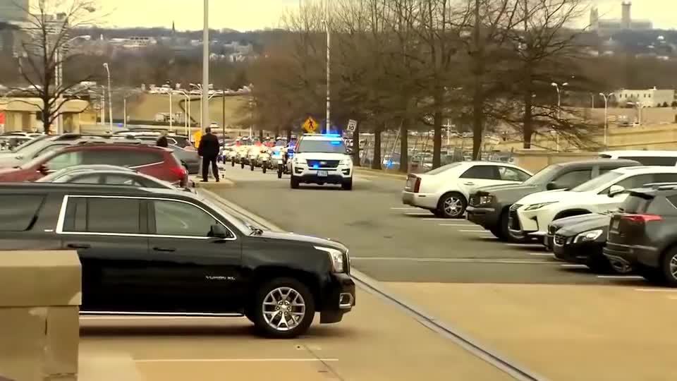 特朗普,到访国防部见马蒂斯,车队连绵不竭