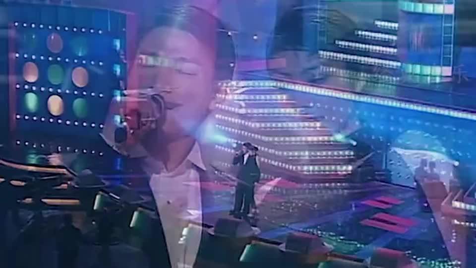 经典怀旧老歌:当年刘德华  陈慧琳同台,牵手合唱《我不够爱你》