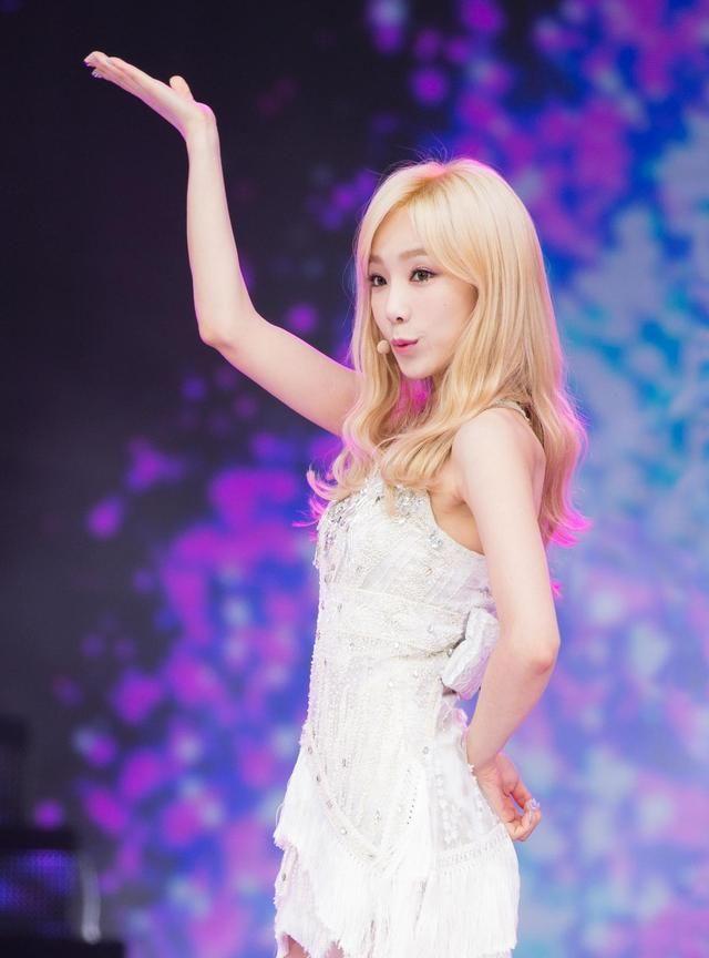 泰妍 这套服装 就像花仙子似的 太适合她