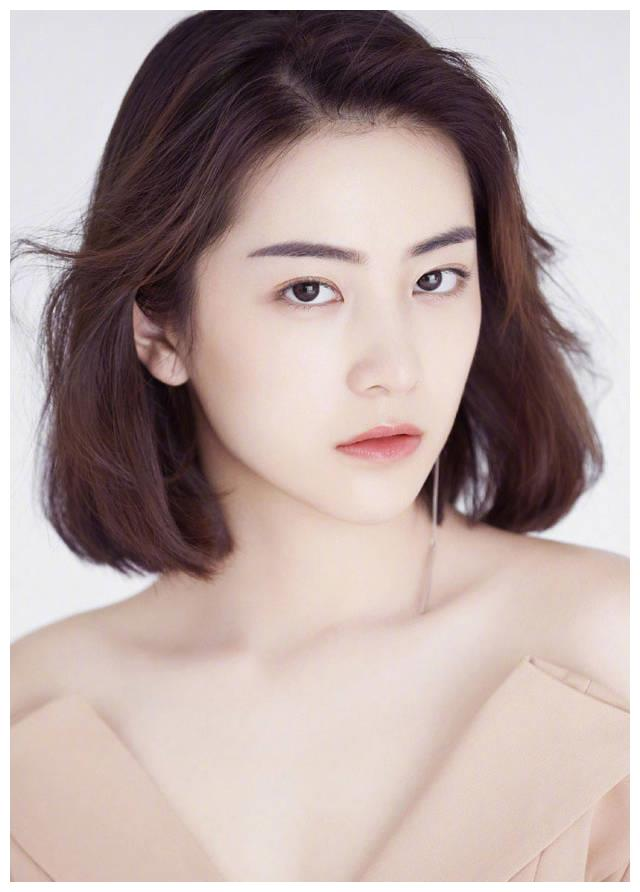 林更新前女友王柳雯素雅出镜,尽显淡然小仙女本色。