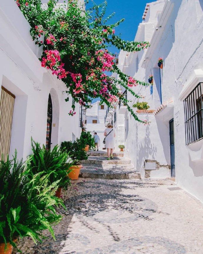 住在西班牙的白色清新小镇