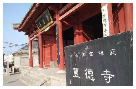 何时为禅僧智藏隐居之所?百塔寺位于何处?为何为塔院?