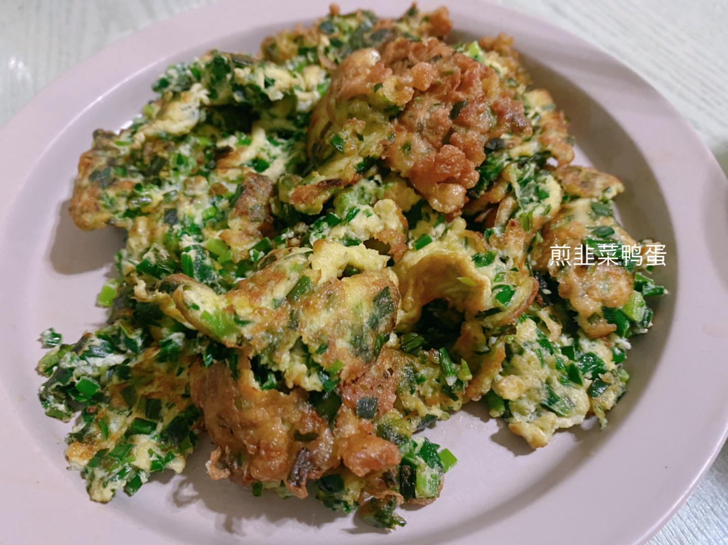 晚饭;香煎猪肝、煎韭菜鸭蛋、海参花胶鸡汤,东西虽少营养不错