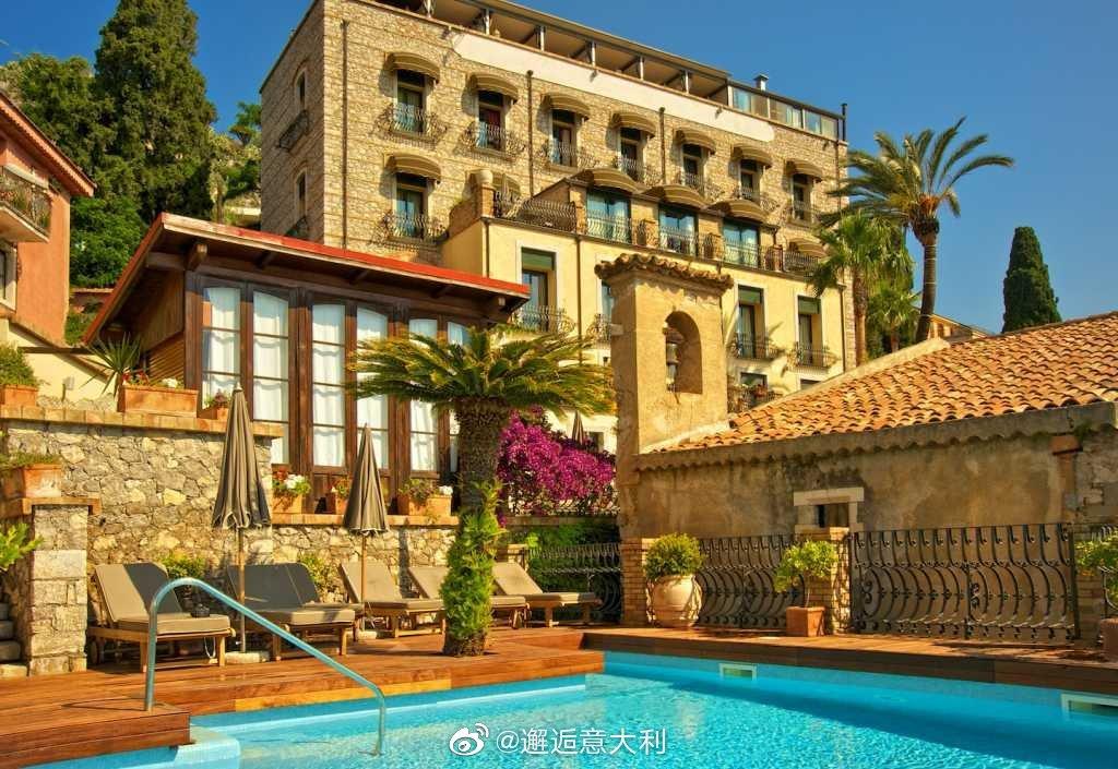 西西里岛陶尔米纳的Hotel Villa Carlotta是一家奢华型宾馆