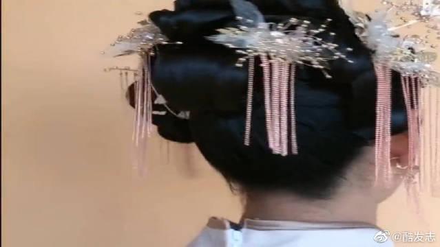 一看就会的秀禾发型教程,新手化妆师们学起来吧!