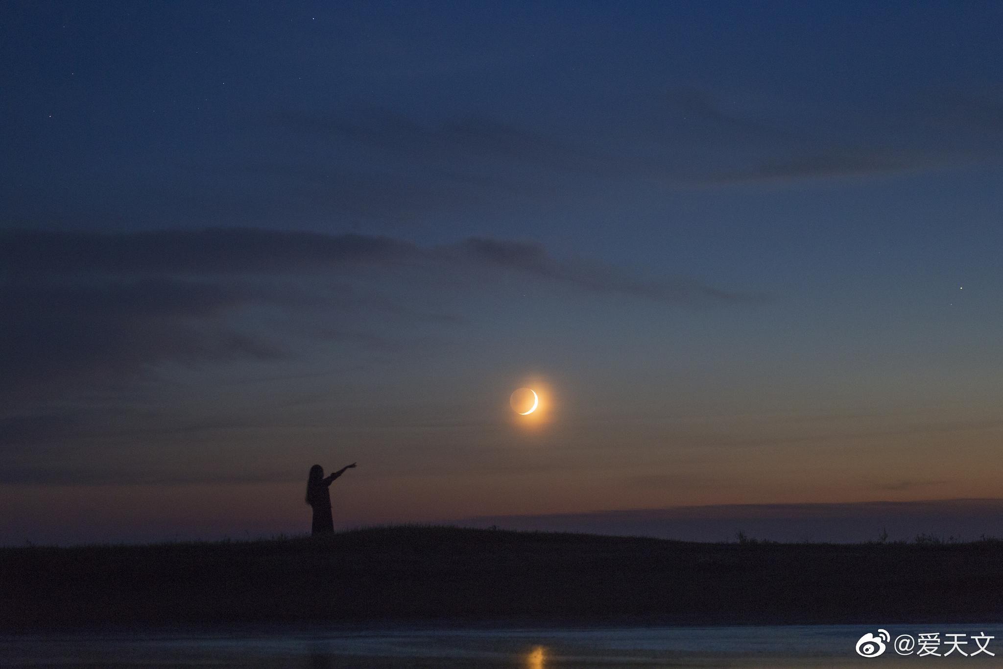 带着老婆拍彗星,遇新月,遇火流星,彗核变绿