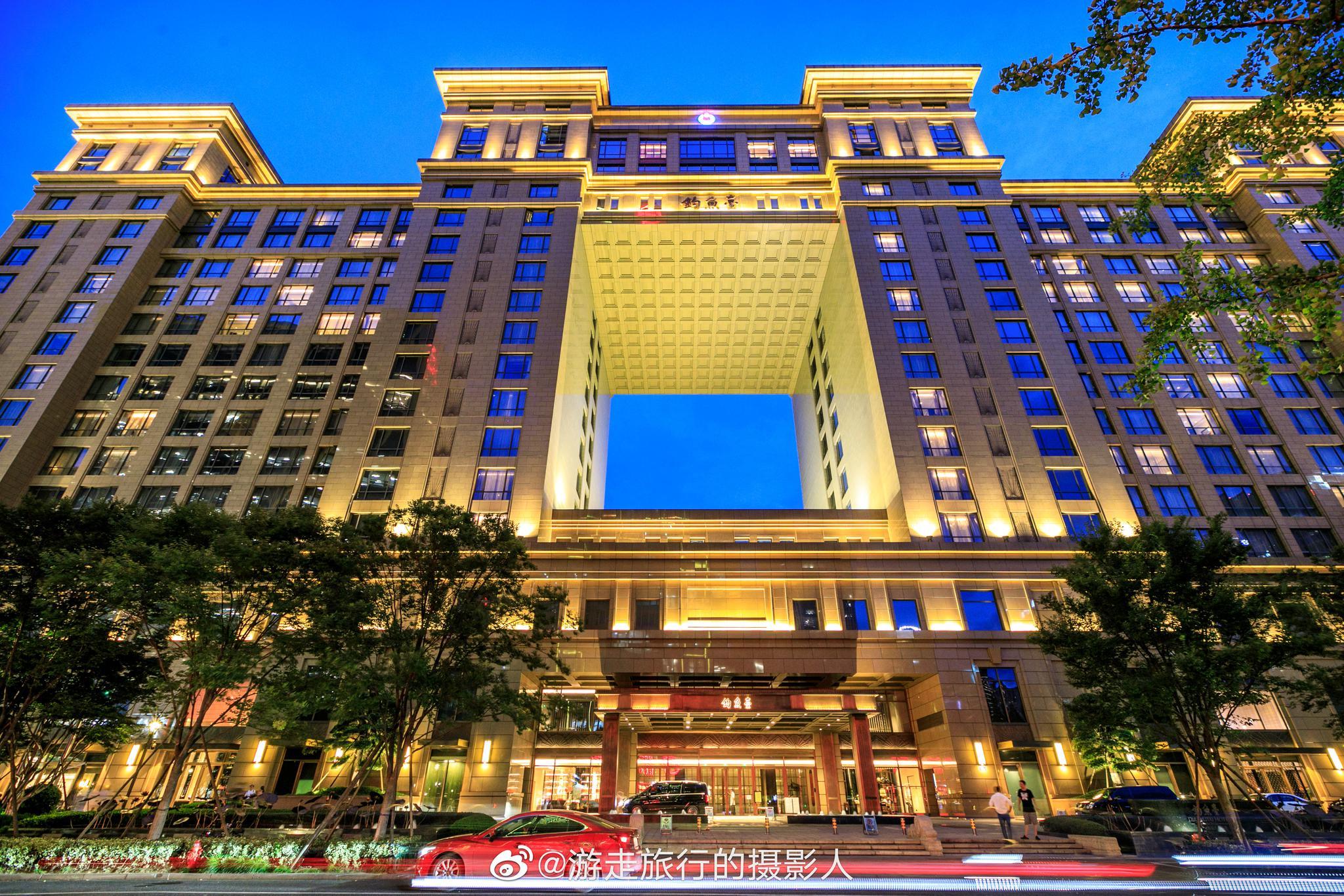 入住厚重、灵秀、中西结合的杭州泛海钓鱼台酒店