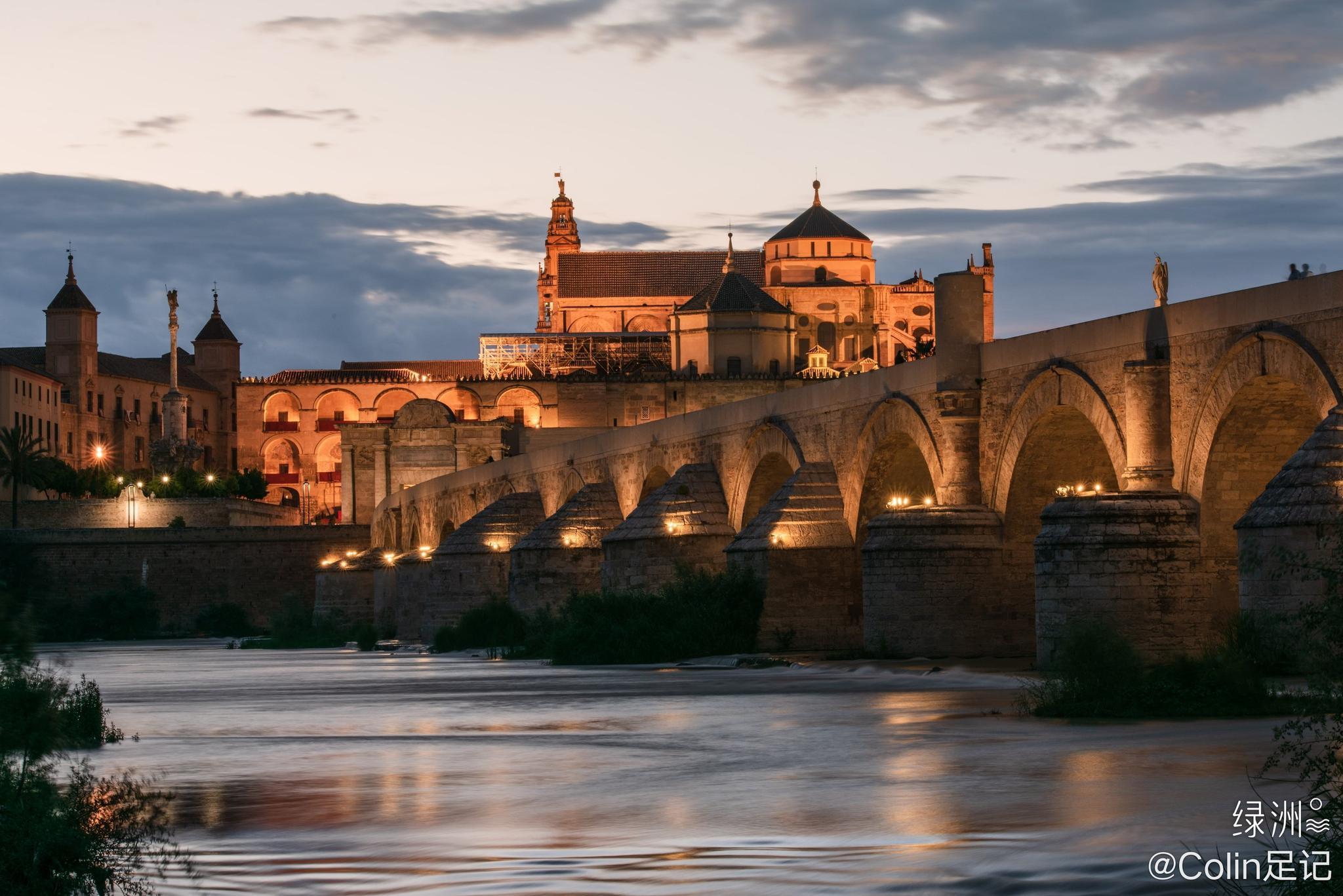 科尔多瓦   华灯初上的古罗马桥 📍西班牙