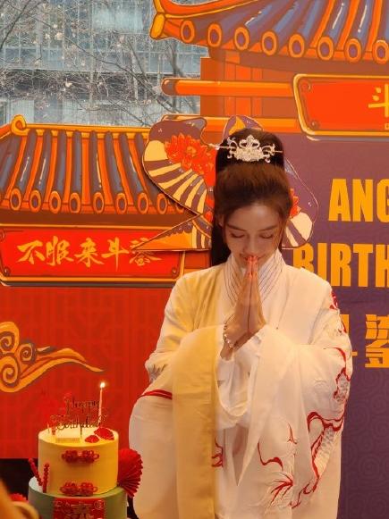 黄晓明卡点为杨颖庆生,甜蜜细节力破婚变传闻