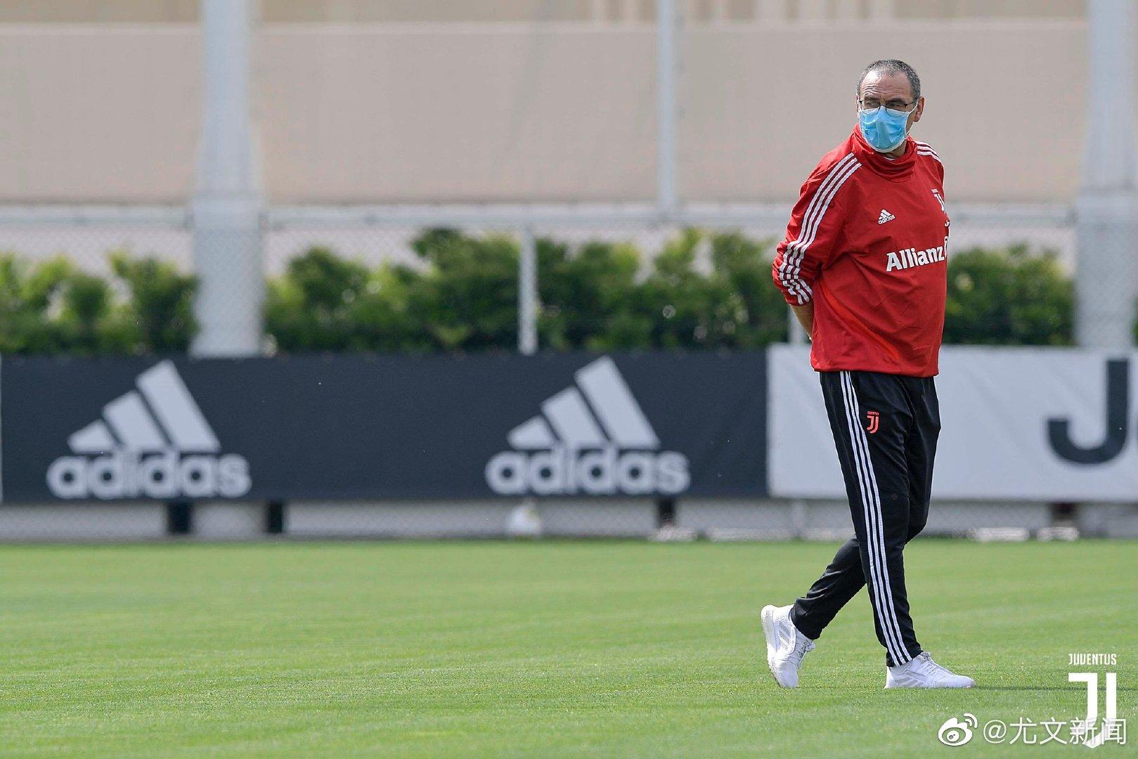 萨里重返训练场。今天训练的球员有博努奇和本坦库尔。