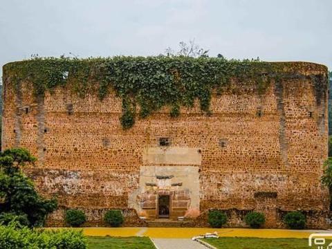 广东围楼有房屋96间,至今180多年历史,距始兴县城仅5公里