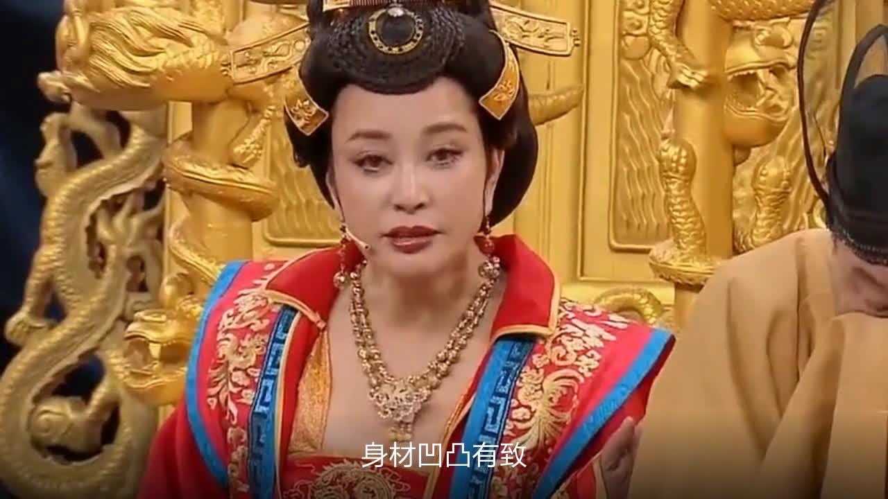 """65岁刘晓庆宝刀未老,穿上旗袍强行装嫩,奶奶变身""""美少女""""?"""