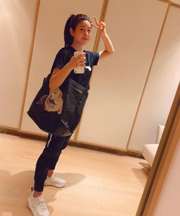 """37岁陈妍希发健身美照,素颜皮肤红润白皙,""""少女颜""""没错了"""