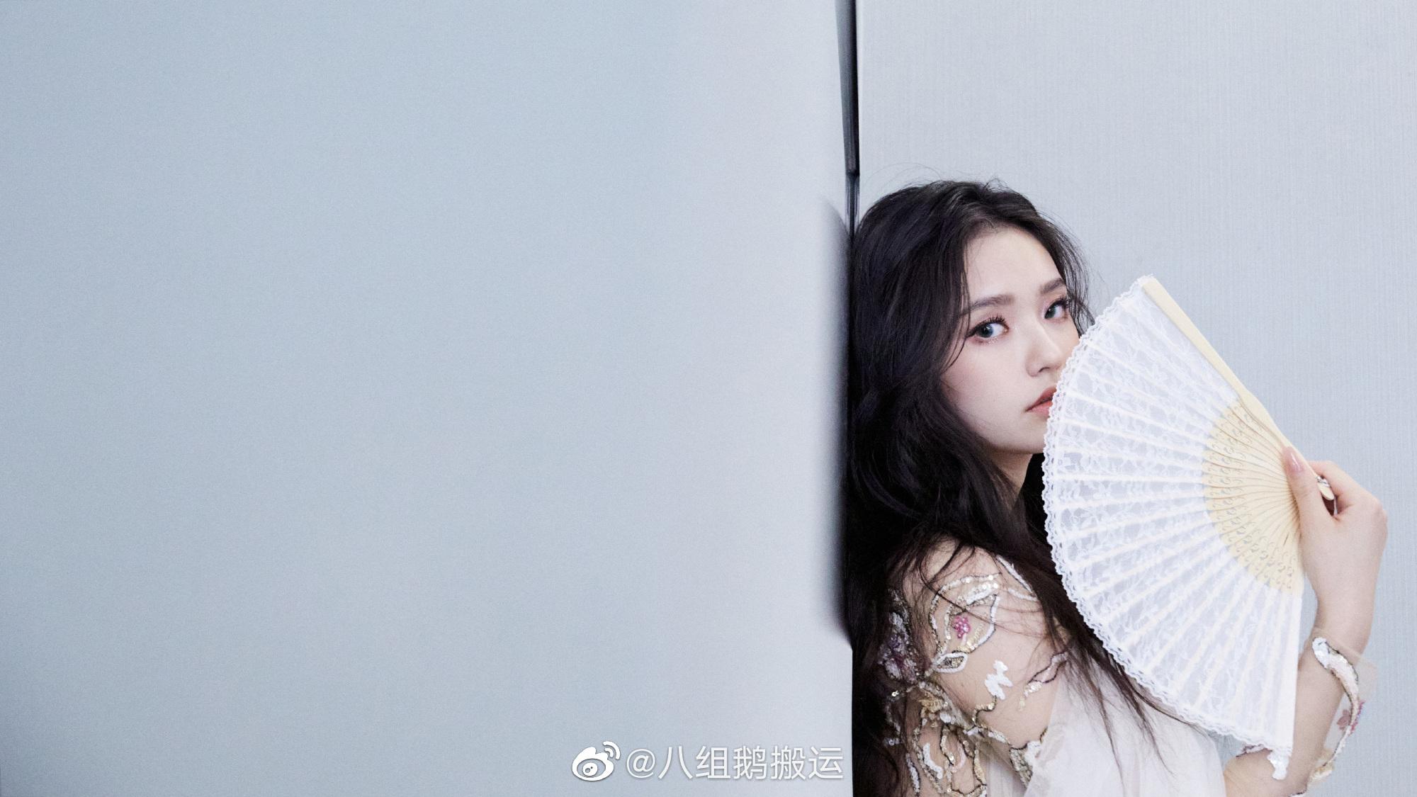 白玫瑰空降湖南卫视直播间,眼睛简直挪不开,中国女孩就是美!当然