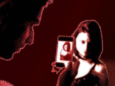 印渣男与女友拍亲密视频,竟分享给好友遭网络疯传,姑娘羞愤吊死