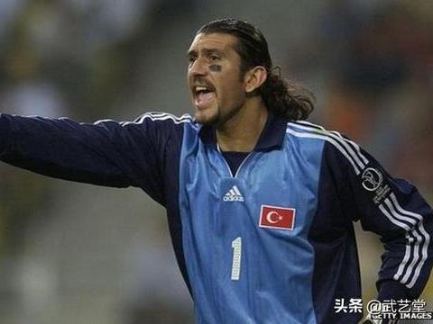 土耳其前守门员,鲁斯图·雷贝尔,因冠状病毒住院