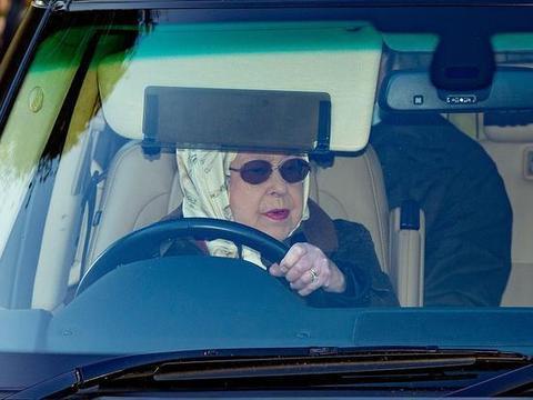 """英国实行""""群体免疫"""",女王匆匆离开白金汉宫,跑去温莎城堡隔离"""