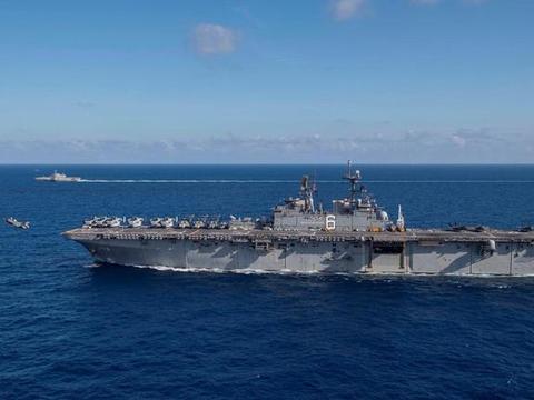 美军满载超4万吨准航母驶入南海,舰载机频繁起降,已不是第一次
