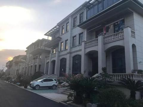 欧式别墅、私人花园、停车位!余杭这里征迁后的生活让人羡慕!