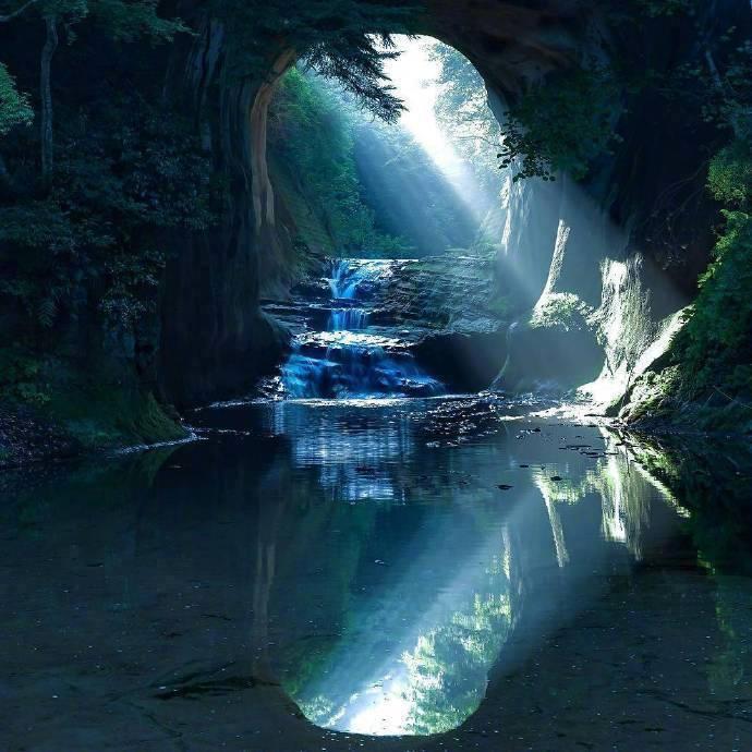 日本千叶县的绝美瀑布「濃溝の滝」,犹如动画中的绝美仙境!