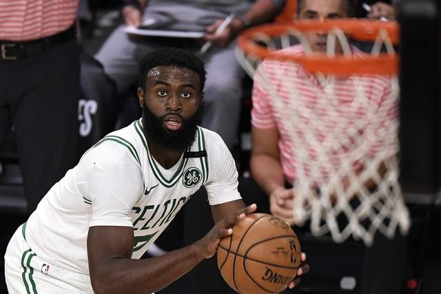 NBA季后赛东部半决赛一场焦点战打响。凯尔特人迎战猛龙