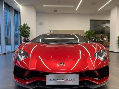 兰博基尼LP740-4跑车,车友:这款红色太抢眼了!