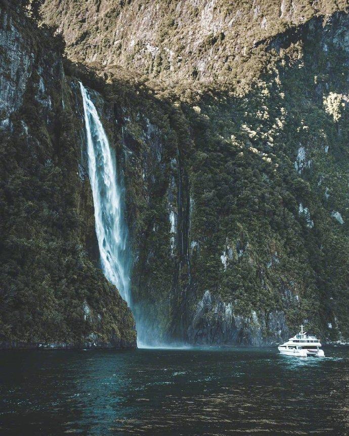 新西兰·奎尔湖,米尔福德峡湾中的高山湖泊,太惊艳了吧!