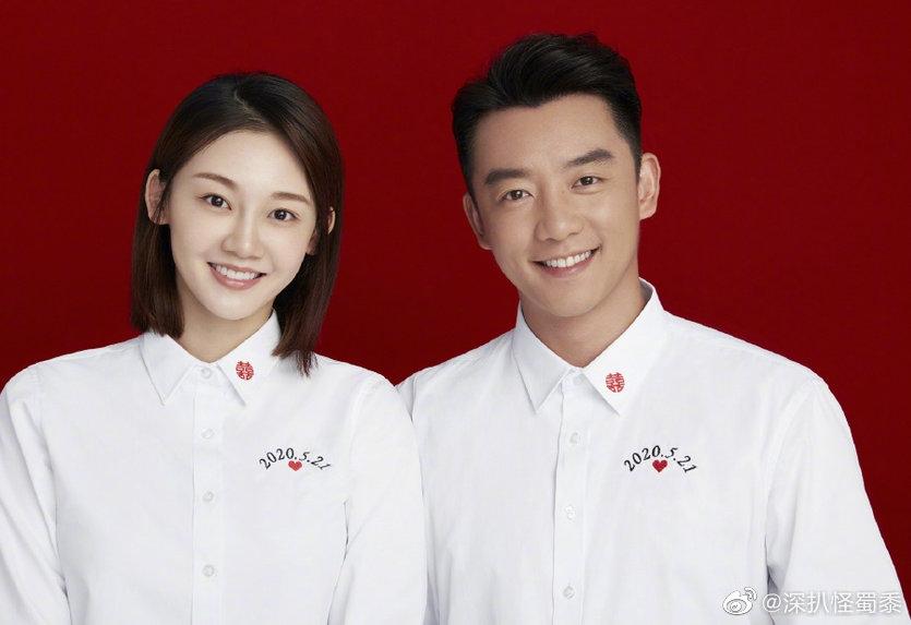 有网友发现郑恺、苗苗在官宣结婚喜讯后,还换上了情侣童年照头像