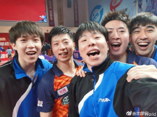 4-0碾压日本张本智和,大头19连胜夺冠MVP,最强00后呼之欲出