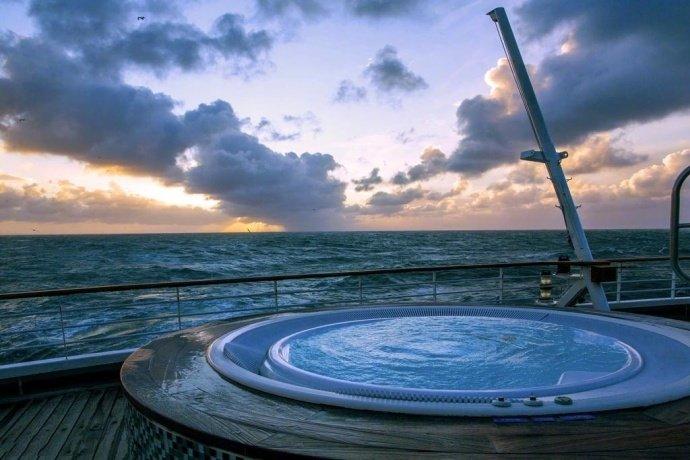 和喜欢的人一起在爱尔兰海看美丽的日出。