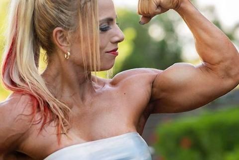 4周不断刺激胸部,无限接近肌肉酸痛的阈值,不愧是专业健美人士