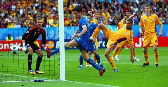皇马队史上第一位意大利球员,先后效力米兰双雄,两度缺席世界杯
