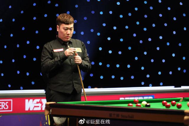 丁俊晖冲大师赛第2冠,狂砍121818252分,罗伯逊5-3赢赛点
