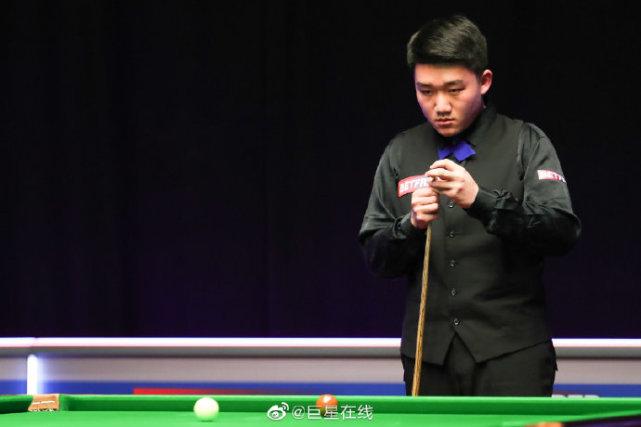 中国18岁小将斯佳辉6-1横扫晋级,00后白朗宁4-3领先,开局轰3-0