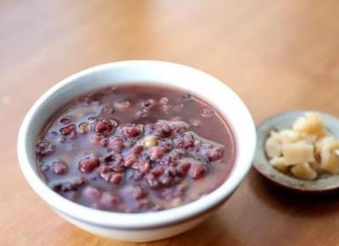 老少皆宜的红豆薏米粥,香味伊人,味道甜美,早起一碗超级棒!