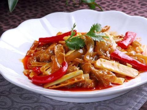 美食推荐:竹笋烧牛筋,牛腱炖土豆,培根香菇油菜,皮蛋拌馓子