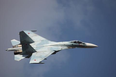 俄罗斯国防部:俄战机起飞拦截两架美国侦察机