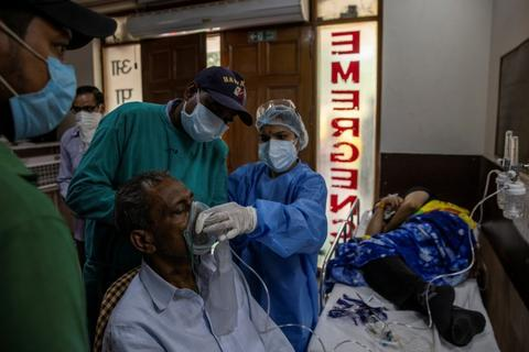 全球日增确诊超64万例 医疗物资告急之下印度黑市交易猖獗