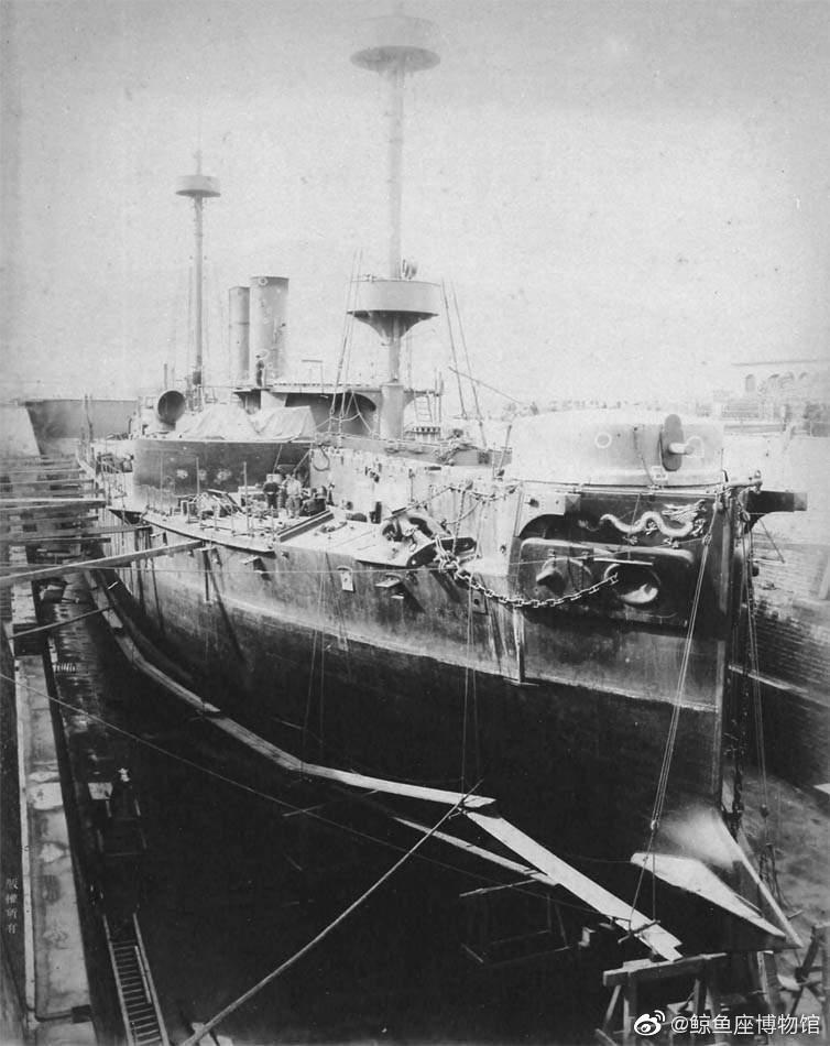 1895年旅顺港,被日军俘获的镇远号铁甲舰