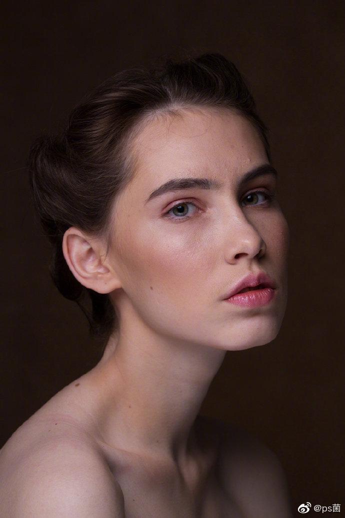 PS修图教程;双曲线磨皮能够在保证照片肌肤质感的同时完美的修复皮