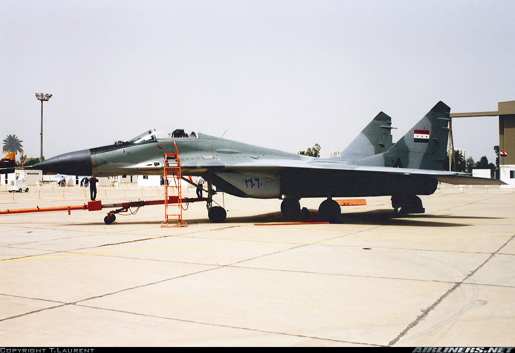 在巴格达国际机场的航空展上展出期间,MiG-29战斗机