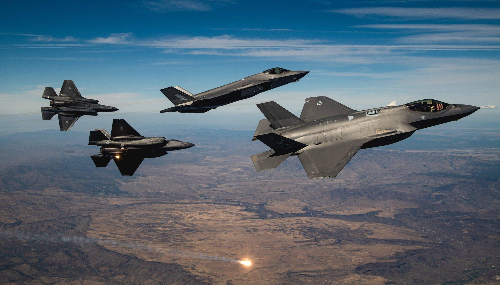 美国空军和澳洲空军的F-35A Lightning II飞机于2020年10月8日飞越大