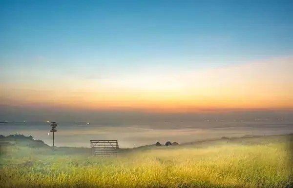 去过台湾垦丁的人,一定对那块空旷美丽的草地有着很深的印象