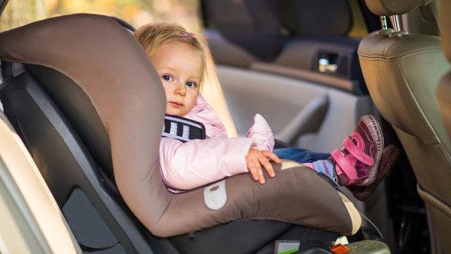 有小孩的家庭驾车,该如何选择安全舒适的汽车儿童座椅?