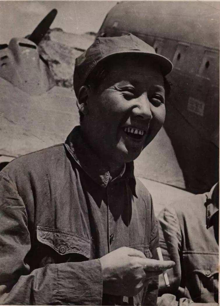 1945年6月19日,中共七届一中全会第一次会议举行