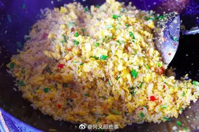 兴义万峰林旅游吃什么?可以尝一尝特色的蛋炒饭