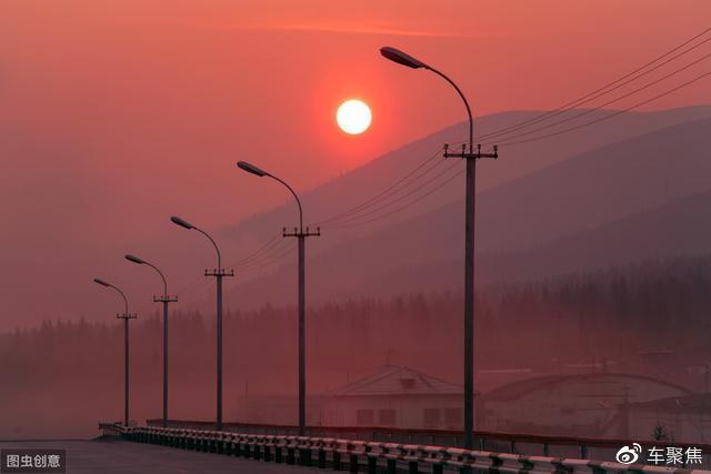 高速公路上为什么不装路灯吗?是省钱还是不必要?