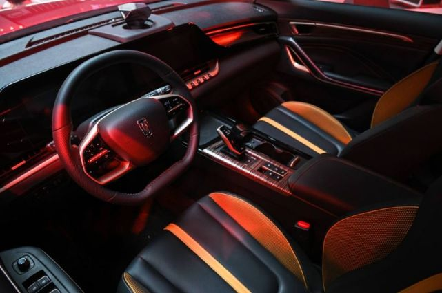 与李宁携手,为国车加油——一汽奔腾T55全系上市